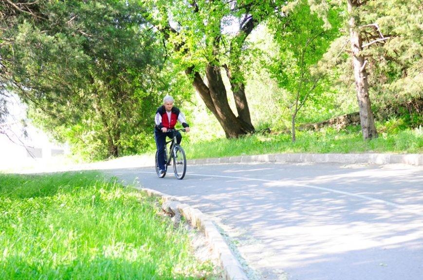 Министр спорта Крыма поддержал международную акцию и приехал на работу на велосипеде (ФОТО) (фото) - фото 1