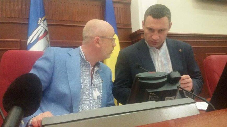Депутаты Киевсовета похвастались своими вышиванками (ФОТО) (фото) - фото 1