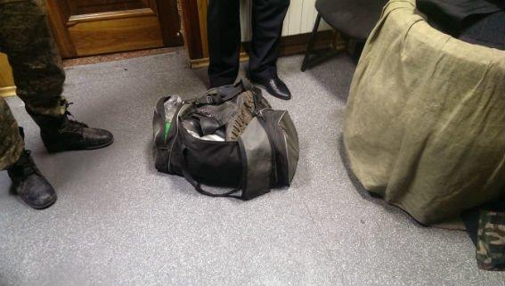 В поезде «Красноармейск-Киев» двое мужчин незаконно провозили арсенал боеприпасов (фото) - фото 4