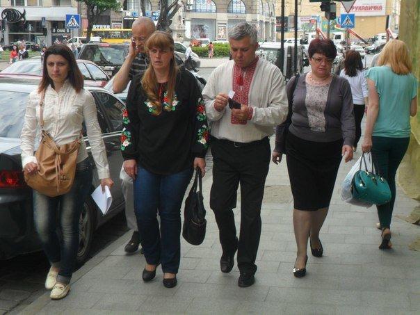 Львів святкує День вишиванки: у центрі майже кожен третій вбраний у національний одяг (ФОТО+ВІДЕО) (фото) - фото 1