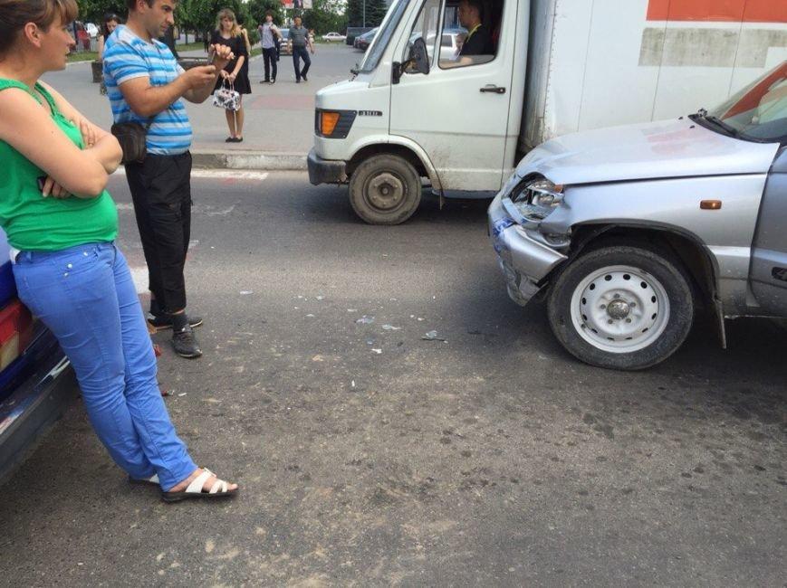 ДТП на перехресті вулиць Незалежності та Бандери (фото) - фото 4