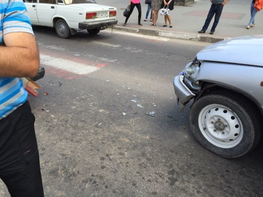 ДТП на перехресті вулиць Незалежності та Бандери (ФОТО), фото-3