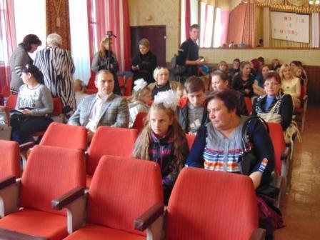Сумская служба по делам детей устроила приемным детям настоящий праздник (фото) - фото 1