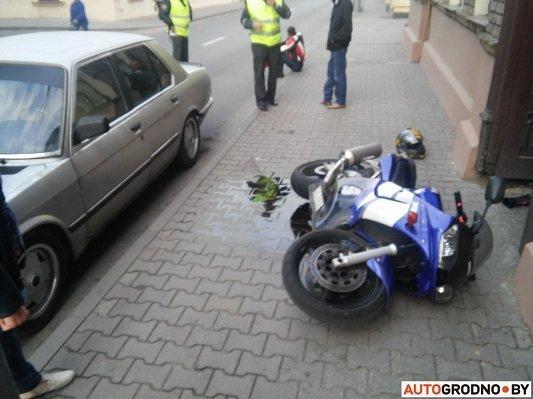 На ул. Кирова мотоцикл столкнулся с легковым автомобилем (фото) - фото 1