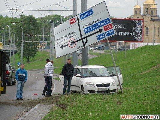 В Гродно лековушка столкнулась с автобусом и вылетела на обочину (фото) - фото 5
