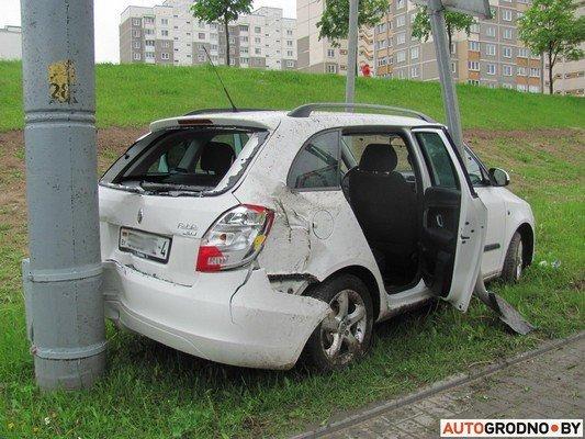 В Гродно лековушка столкнулась с автобусом и вылетела на обочину (фото) - фото 6