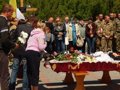 На Сумщине в последний путь провели погибшего в АТО конотопчанина (ФОТО) (фото) - фото 1