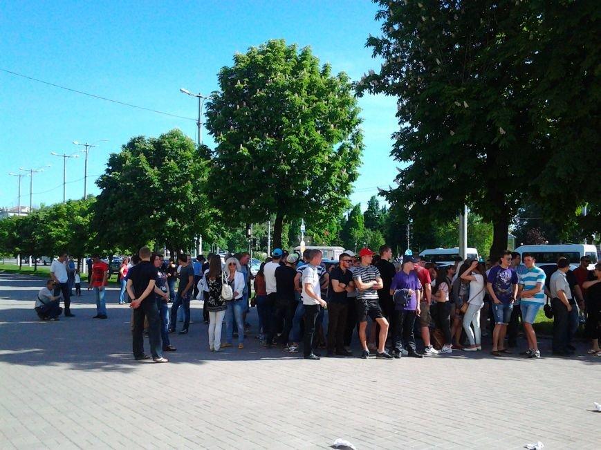 В Запорожье предприниматели «штурмуют» кабинет мэра, требуя оставить на должности главного рыночника (ФОТО) (фото) - фото 1