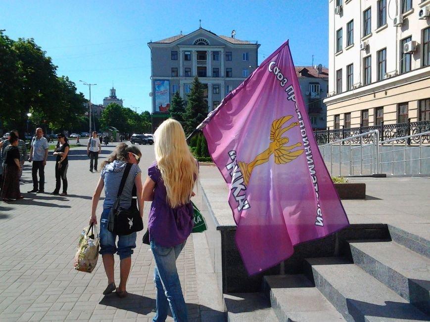 В Запорожье предприниматели «штурмуют» кабинет мэра, требуя оставить на должности главного рыночника (ФОТО), фото-3
