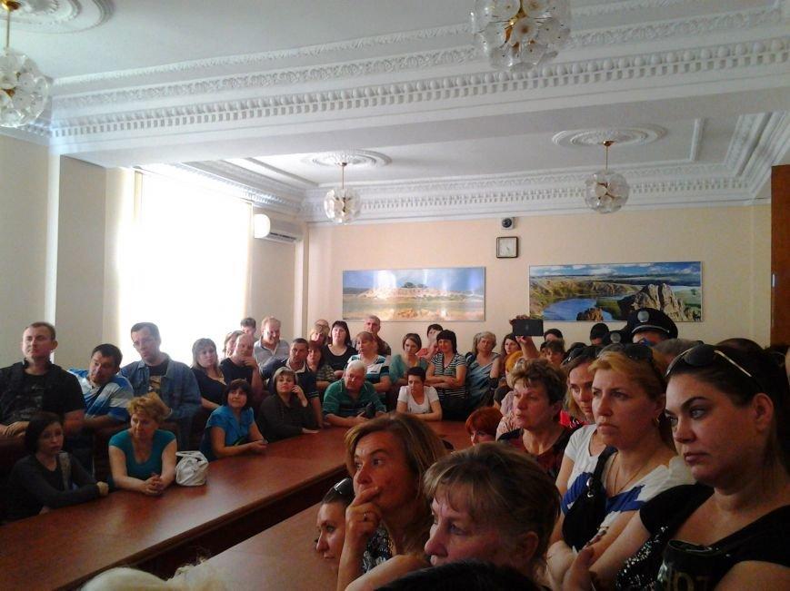 В Запорожье предприниматели «штурмуют» кабинет мэра, требуя оставить на должности главного рыночника (ФОТО), фото-2