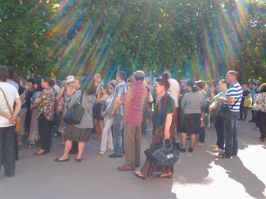 В Запорожье предприниматели «штурмуют» кабинет мэра, требуя оставить на должности главного рыночника (ФОТО) (фото) - фото 4