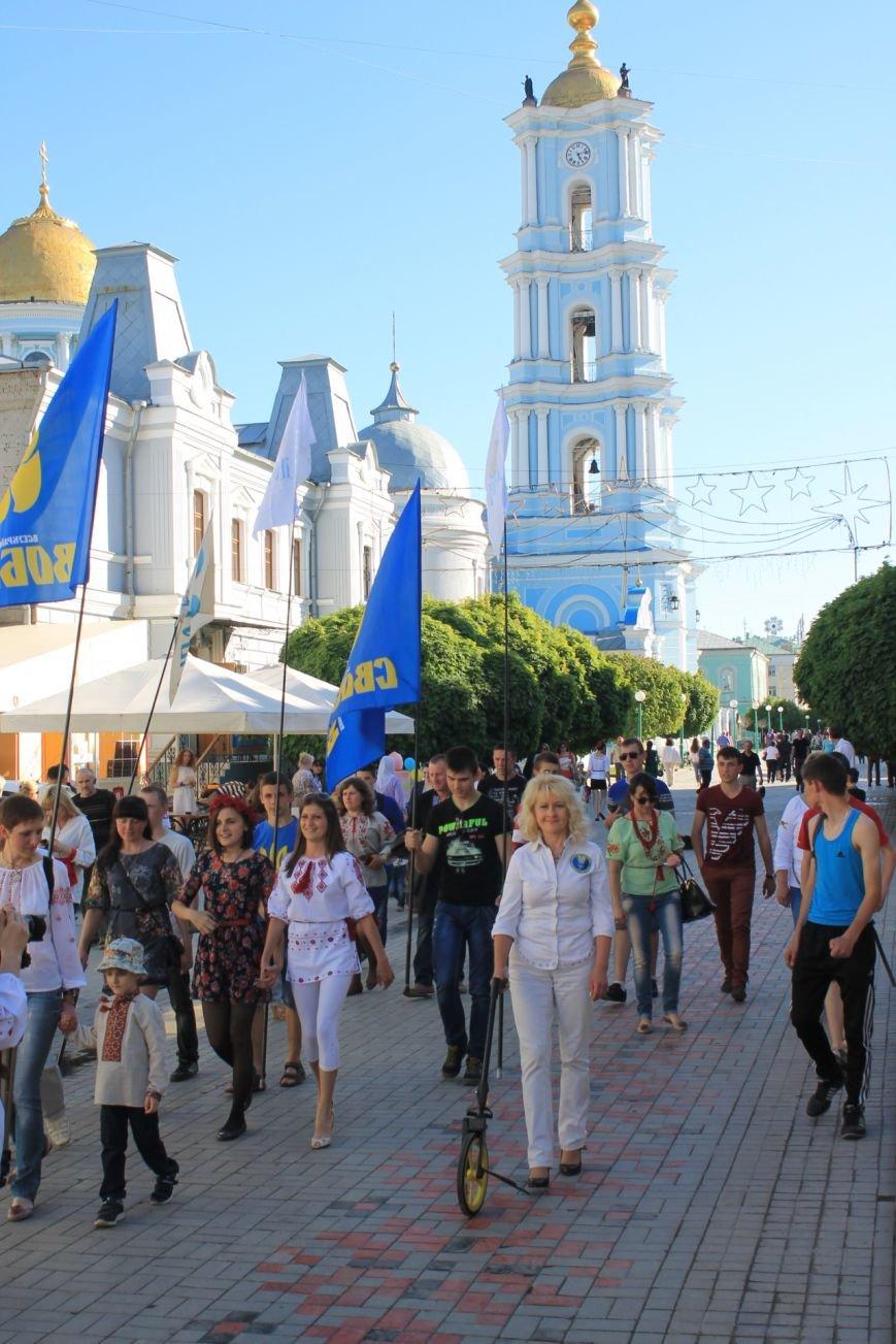 В Сумах установили рекорд  Украины, нарисовав самый длинный украинский орнамент (ФОТО), фото-3