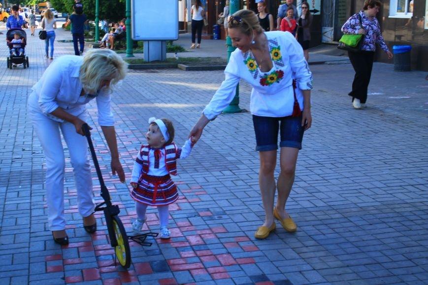 В Сумах установили рекорд  Украины, нарисовав самый длинный украинский орнамент (ФОТО), фото-2