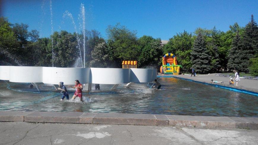 В Краматорске открылся уличный «бассейн» (ФОТО и ВИДЕО) (фото) - фото 1