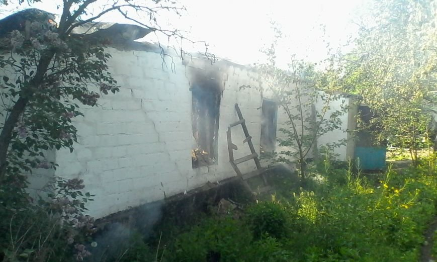 В Днепродзержинске горел дом, фото-2