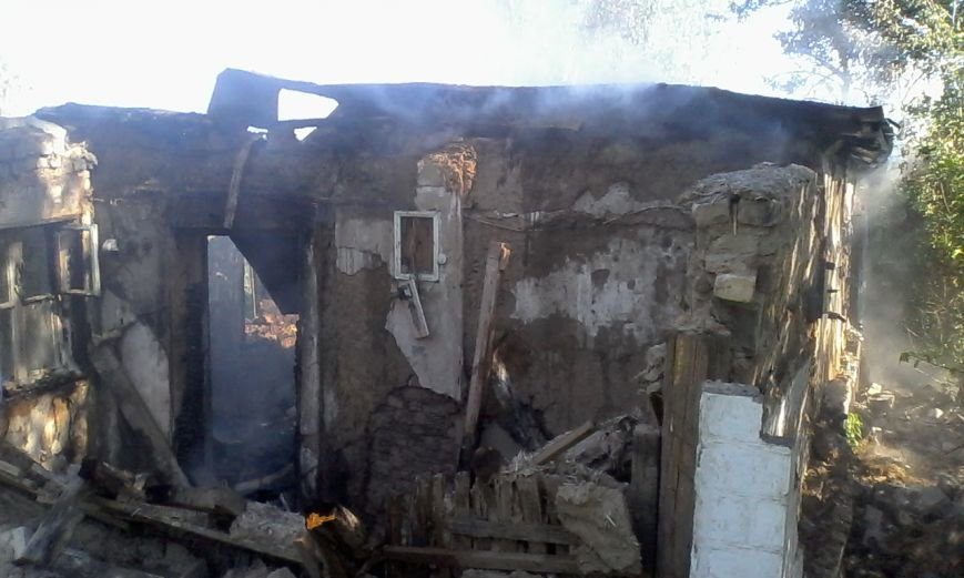 В Днепродзержинске горел дом, фото-1