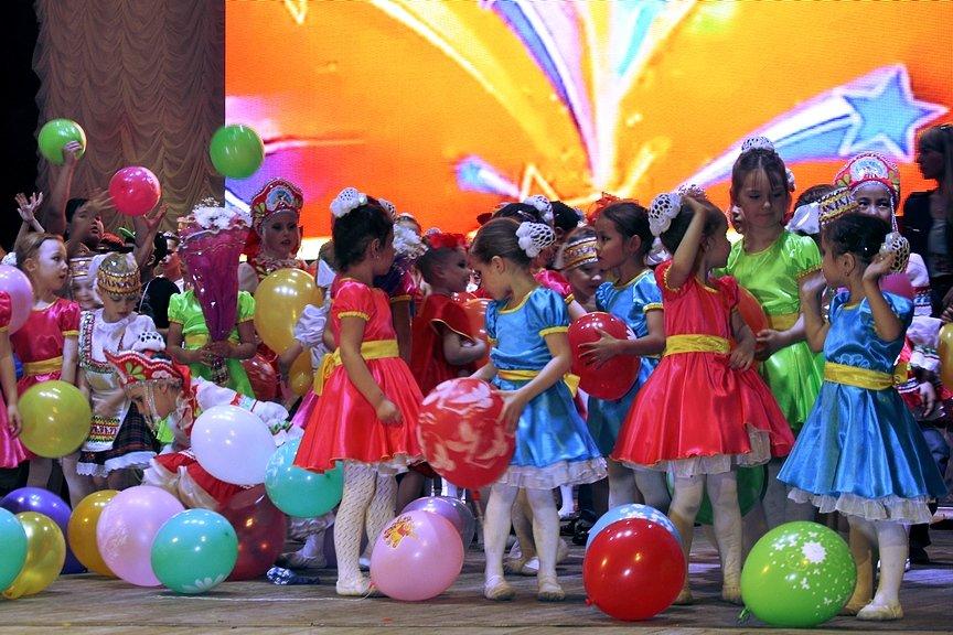 На сцене ДКМ вступили балетные школы Усть-Каменогорска и Семея, фото-1