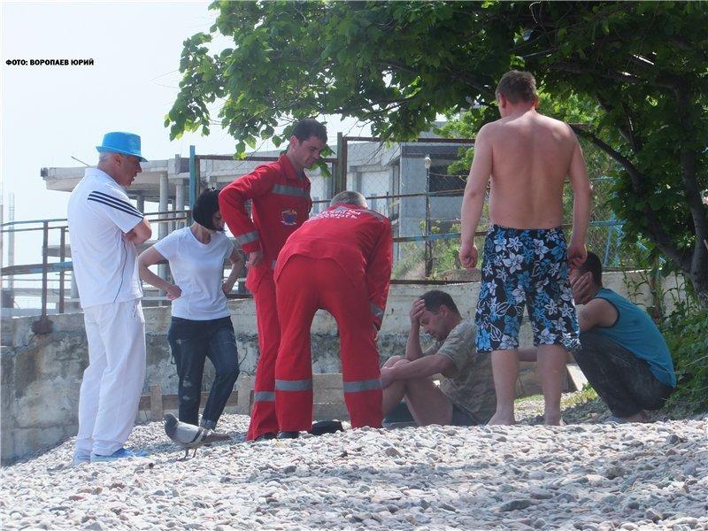 На одесском Фонтане отдыхающие выловили тонущего пьяного купальщика (ФОТО) (фото) - фото 1