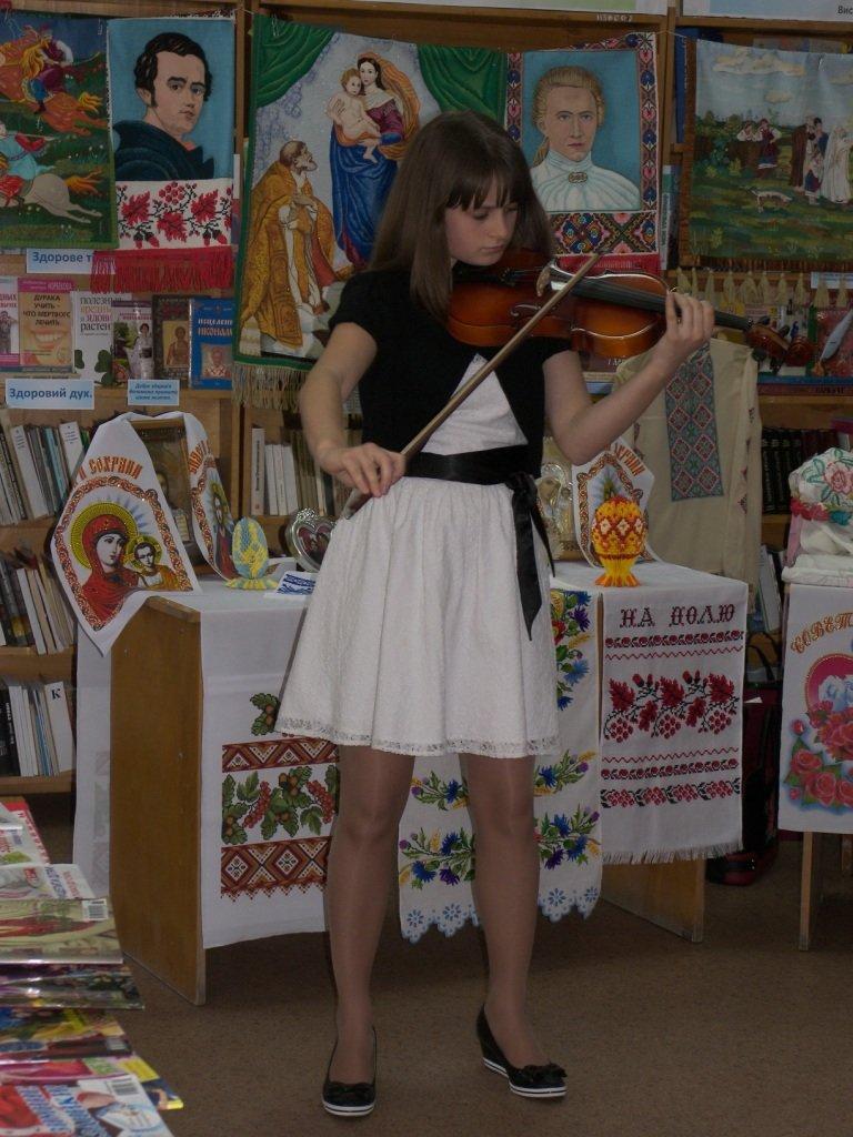 В херсонской библиотеке прошел праздник «Моя сім'я, моя родина в житті і долі України» (фото), фото-3