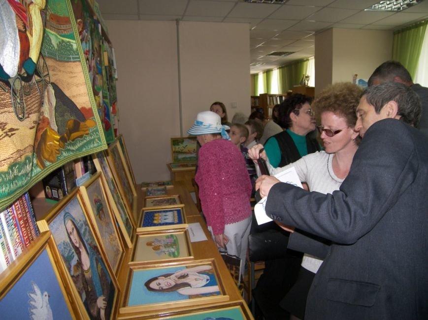 В херсонской библиотеке прошел праздник «Моя сім'я, моя родина в житті і долі України» (фото), фото-2