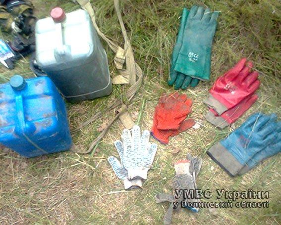 За незаконний видобуток бурштину міліція Волині затримала чотирьох чоловіків (ФОТО) (фото) - фото 1