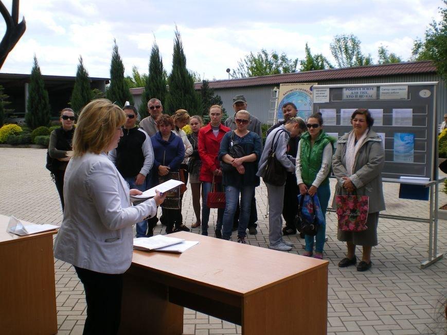 Димитровский центр занятости провел ярмарку вакансий и услуг (ФОТО) (фото) - фото 1