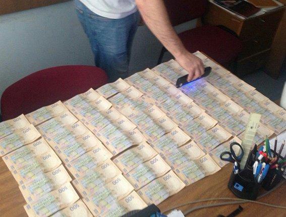 На Днепропетровщине продолжают разоблачать взяточников-чиновников (фото) - фото 1