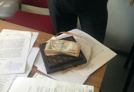 На Днепропетровщине продолжают разоблачать взяточников-чиновников (фото) - фото 2