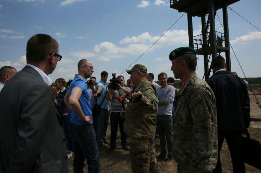 Арсений Яценюк в свой день рождения проверил надежность черниговской границы (фото) - фото 1