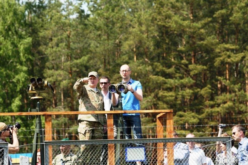 Арсений Яценюк в свой день рождения проверил надежность черниговской границы (фото) - фото 2
