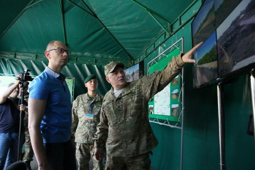 Арсений Яценюк в свой день рождения проверил надежность черниговской границы (фото) - фото 3
