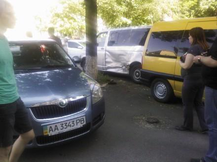 В Киеве на пешеходном переходе Nissan Extrem сбил коляску с 7-месячным малышом (ФОТО) (фото) - фото 1