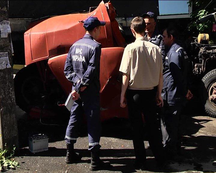 На улице Рабочей неуправляемая фура стала причиной серьезного ДТП (ФОТО) (фото) - фото 2