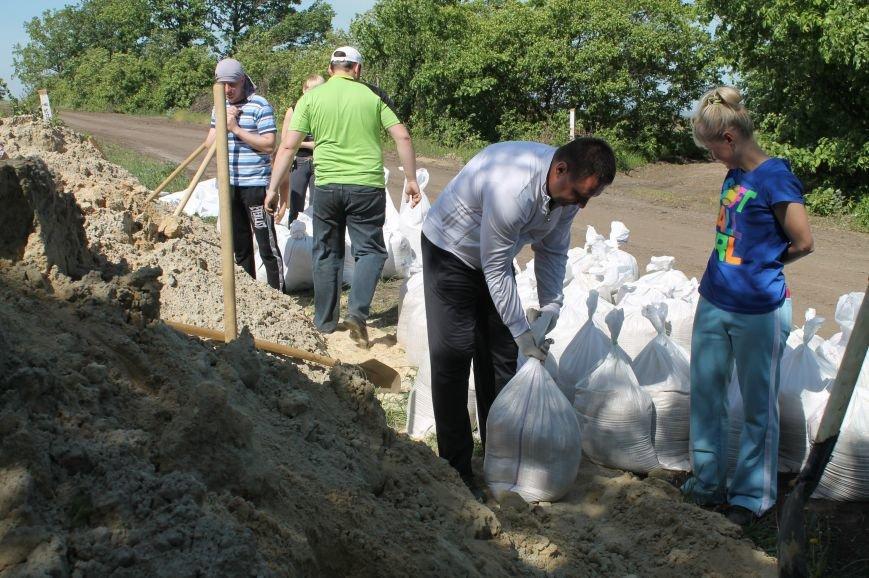 На фортификационных сооружениях работают депутаты (ДОБАВЛЕНО), фото-7