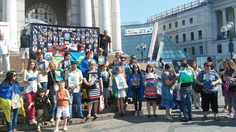 Родственники погибших в катастрофе Ил-76 требовали справедливого расследования и наказания виновных (ФОТО) (фото) - фото 1