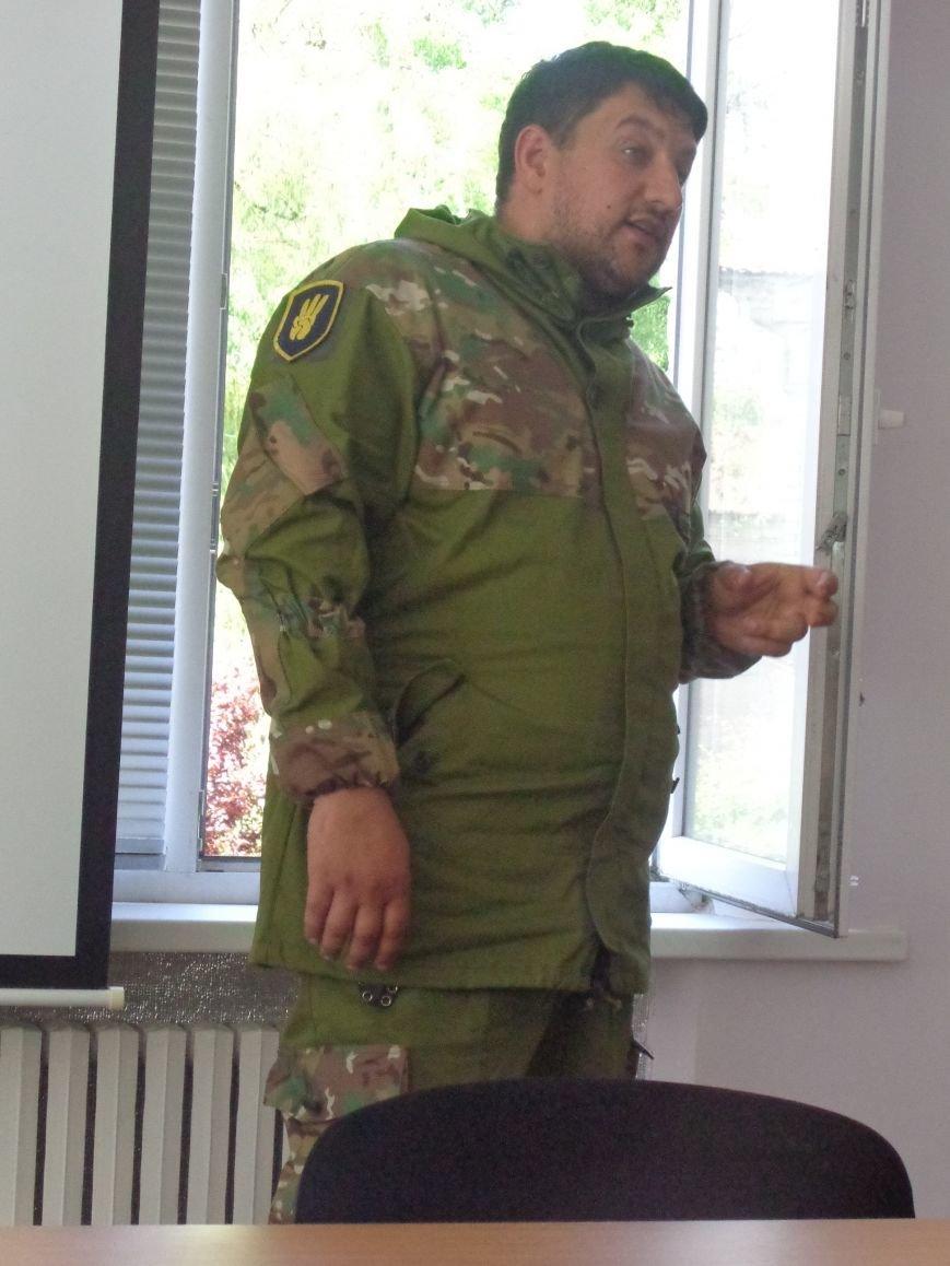 Студенты Красноармейска встретили бойцов добровольческого отряда «Карпатская Сечь» вниманием и аплодисментами (фото) - фото 3
