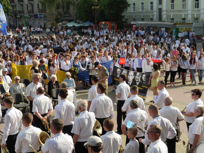 У Тернополі пройшов кількатисячний марш у вишиванках (фото) (фото) - фото 1