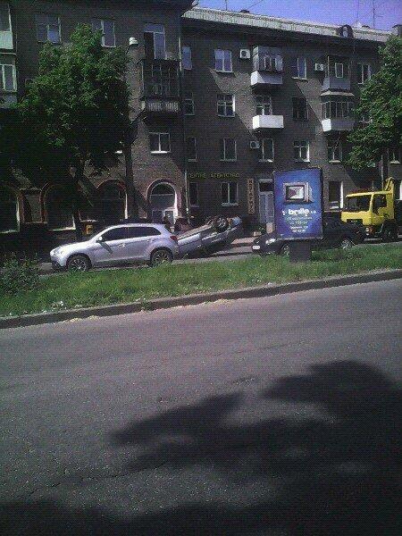 В Запорожье перевернулась легковушка (ФОТО) (фото) - фото 1