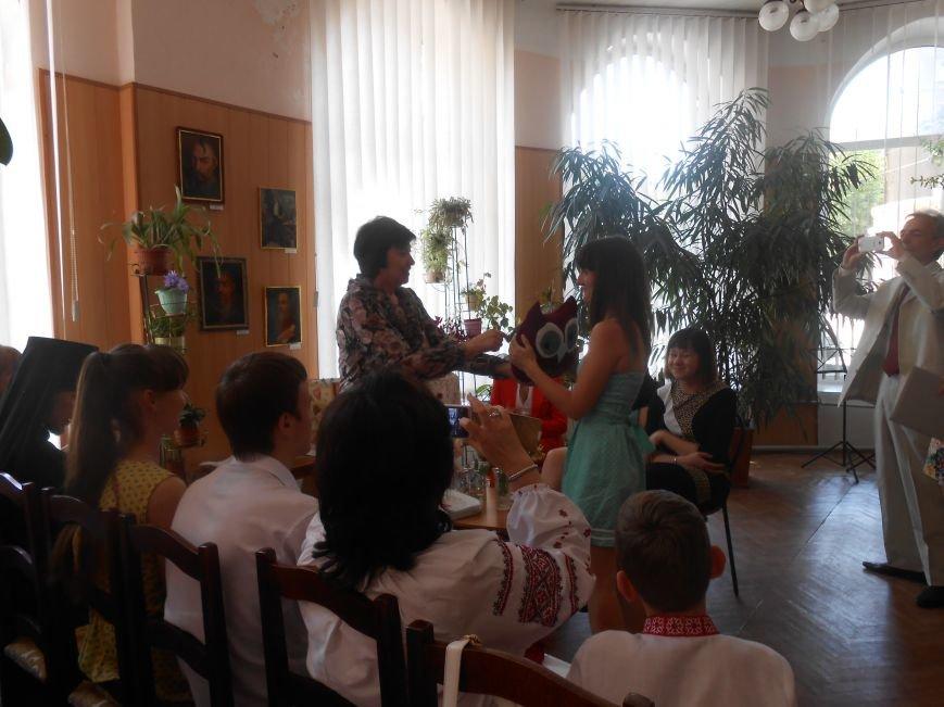 В Днепродзержинске подвели итоги литературного конкурса «VivArt» (фото) - фото 5