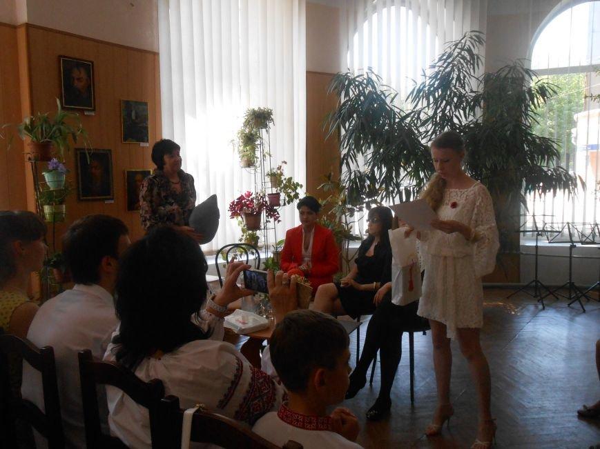 В Днепродзержинске подвели итоги литературного конкурса «VivArt» (фото) - фото 1