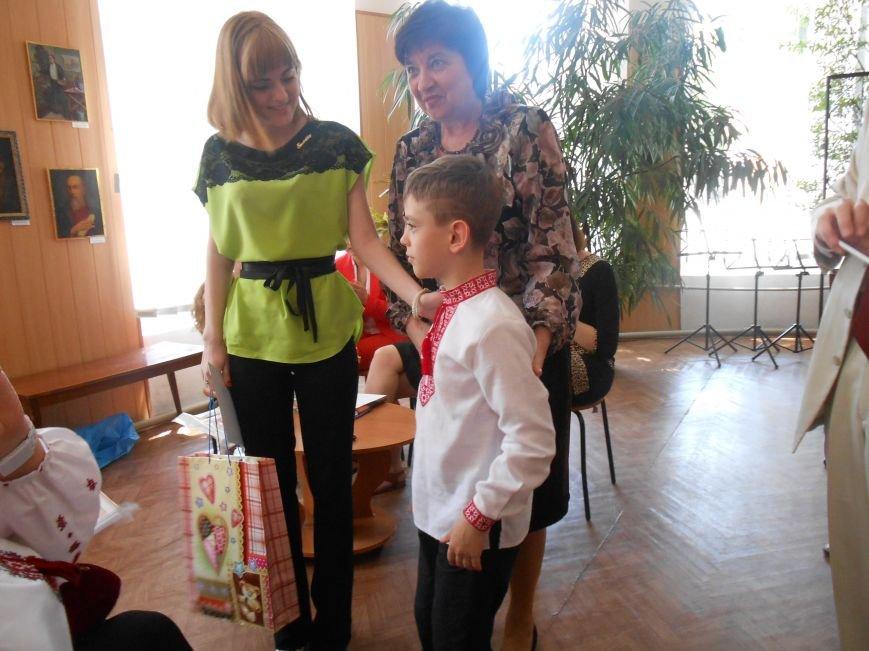 В Днепродзержинске подвели итоги литературного конкурса «VivArt» (фото) - фото 9