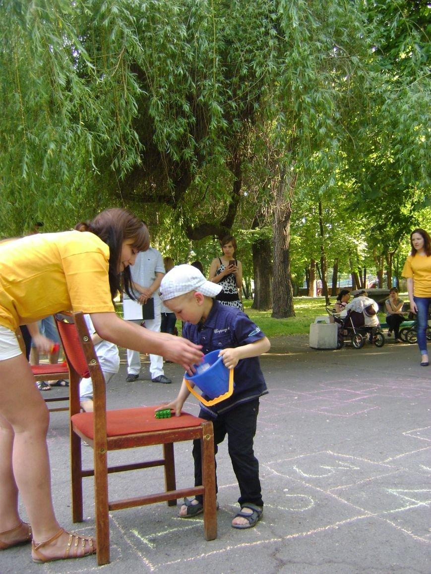 В центральном парке Днепродзержинска для детей устроили конкурсы и развлечения (фото) - фото 4