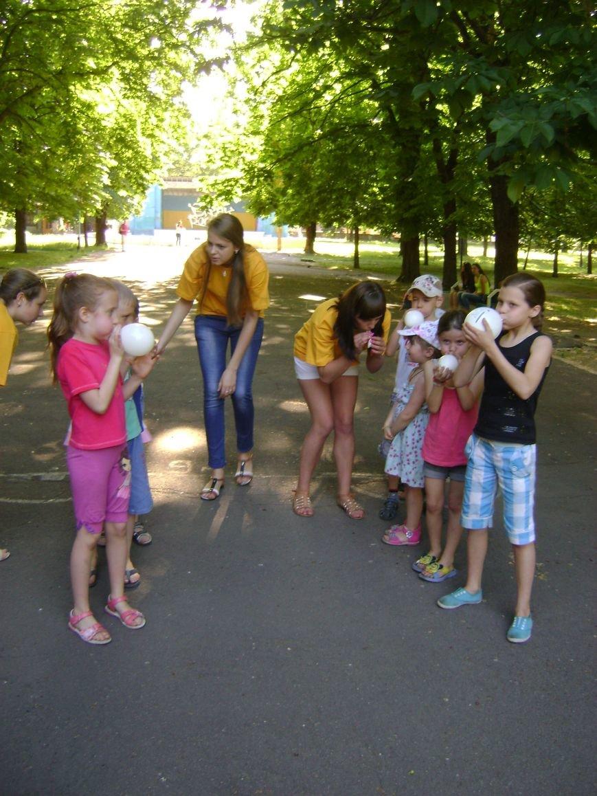 В центральном парке Днепродзержинска для детей устроили конкурсы и развлечения (фото) - фото 2
