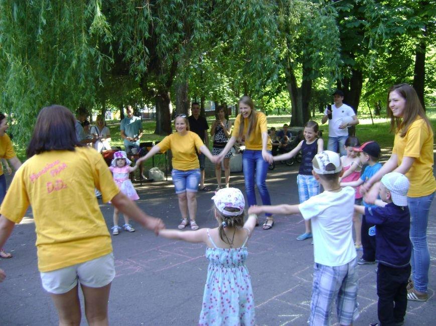 В центральном парке Днепродзержинска для детей устроили конкурсы и развлечения (фото) - фото 3