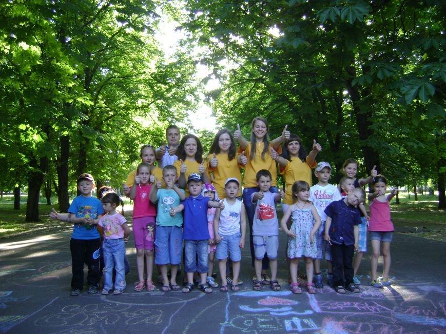 В центральном парке Днепродзержинска для детей устроили конкурсы и развлечения (фото) - фото 6