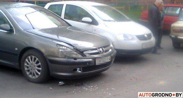 В Гродно у Жигули отказали тормоза: пенсионер-водитель протаранил 5 автомобилей (фото) - фото 3