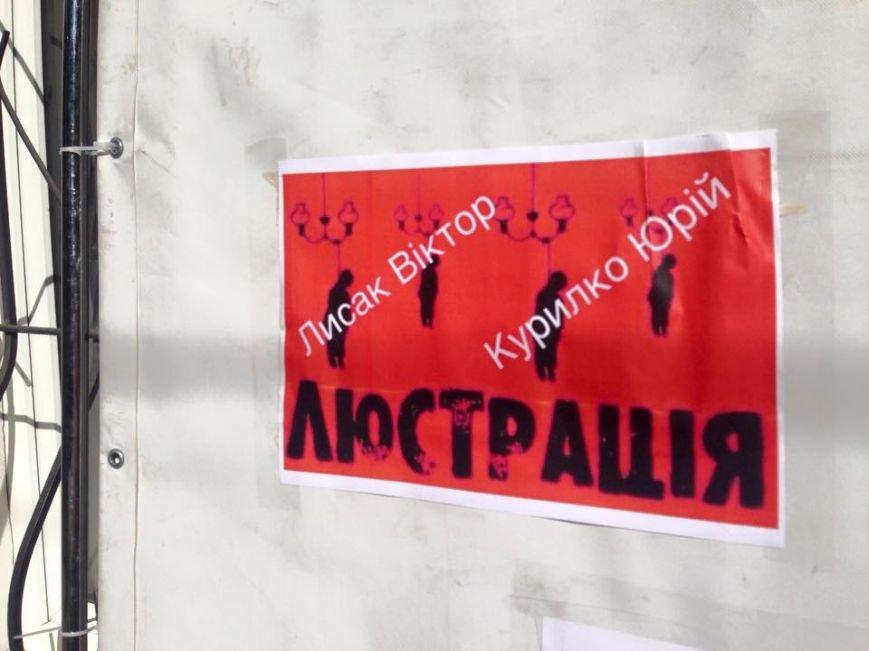 У Полтаві громадські активісти облаштували шибеницю для чиновників з департаменту охорони здоров'я, фото-1