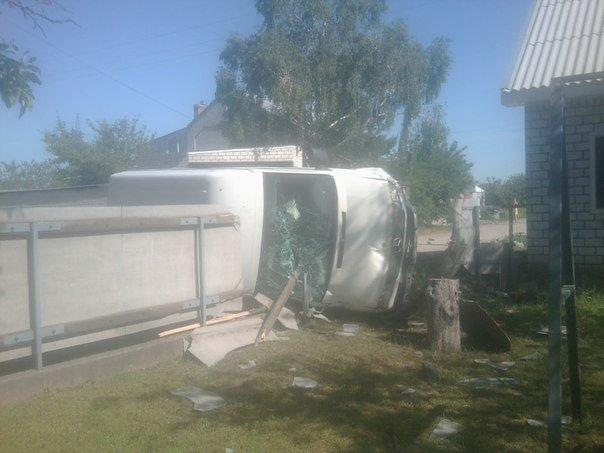 В Песчаном грузовой Спринтер въехал во двор, едва не убив ребёнка (ФОТО) (фото) - фото 1