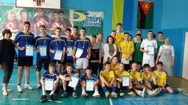 Волейболисты из Родинского заняли первое место на соревнованиях в Доброполье (фото) - фото 5