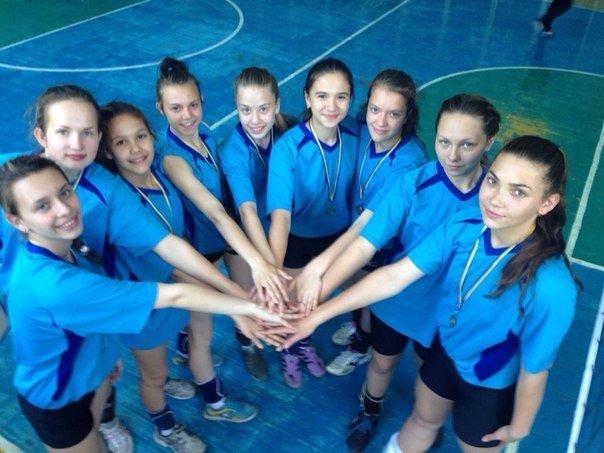 Волейболистки из Родинского заняли первое место на соревнованиях в Доброполье (фото) - фото 2